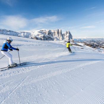 Skifahren auf der Seiser Alm in den Dolomiten