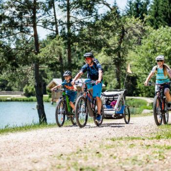 In mountain bike con tutta la famiglia al Völser Weiher